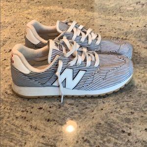 New Balance 520 women sneakers